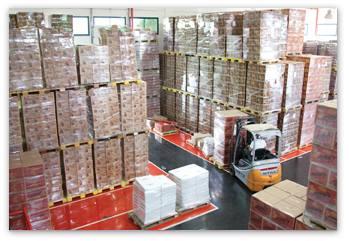 המסחן הענק שלנו לאחר שהמוצרים עברו במכונות אריזה